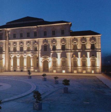 """Résultat de recherche d'images pour """"Le château de Stupinis à Turin"""""""